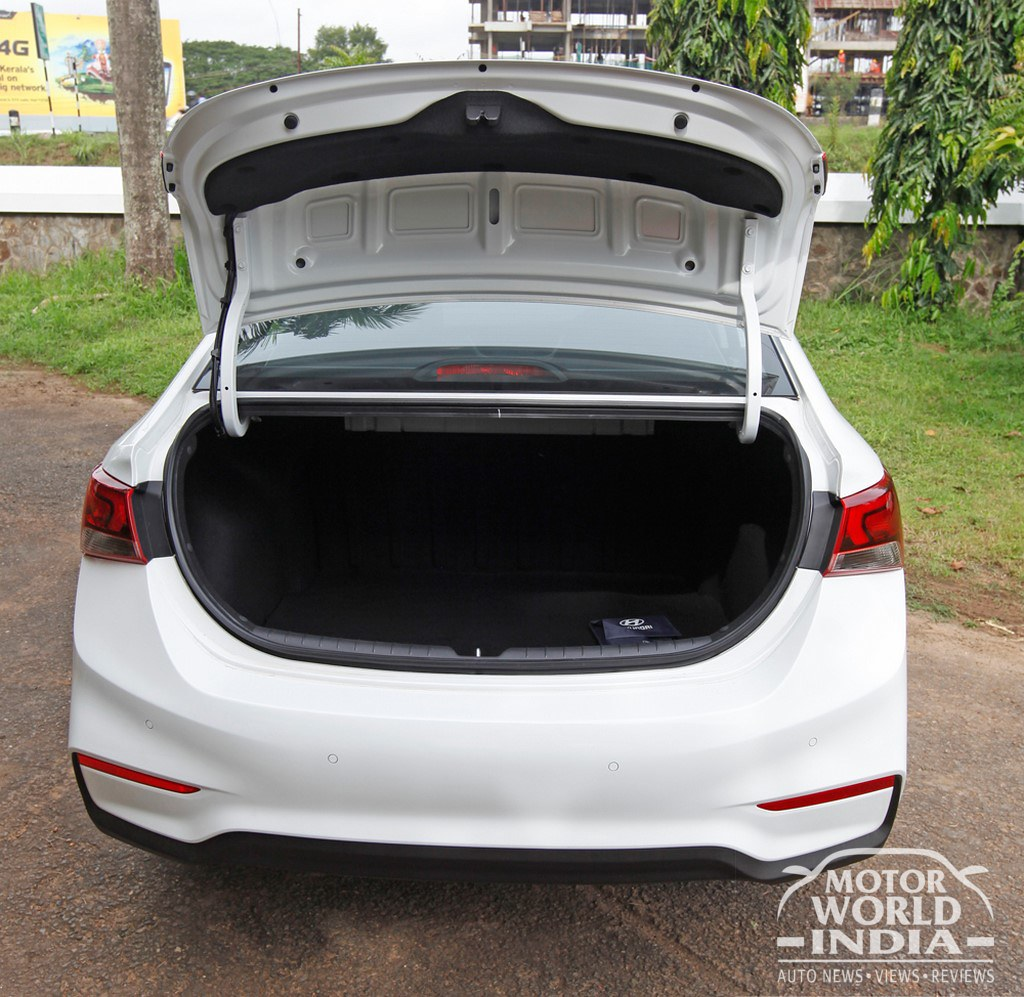 2017-Hyundai-Verna-Exteriors (35)