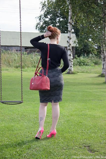 Päivän Asu Esprit Pitkähihainen Esprit Kynähame Minna Parikka DKNY saffianonahkalaukku saffianonahka ruudullinen hame kynähame tyyli muoti blogi suomi bloggaaja pohjois- karjala OOTD Styleblogger Finland