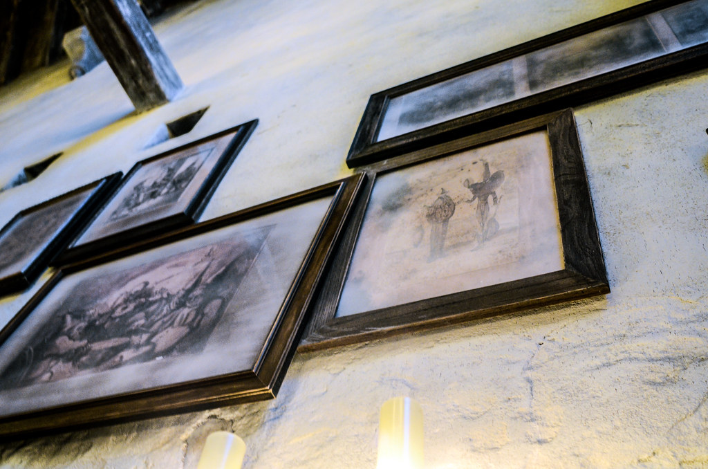 Framed photos Leaky Cauldron US