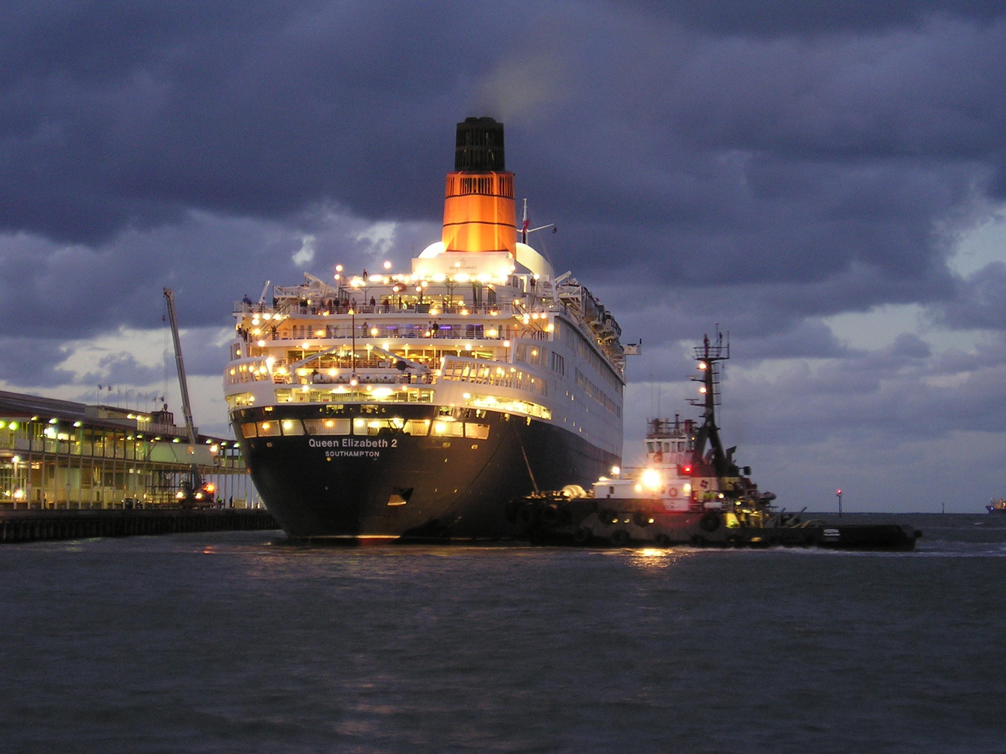 The redesigned funnel as seen in a February 28, 2008, photo of QE2 at Station Pier in Melbourne, Victoria, Australia.