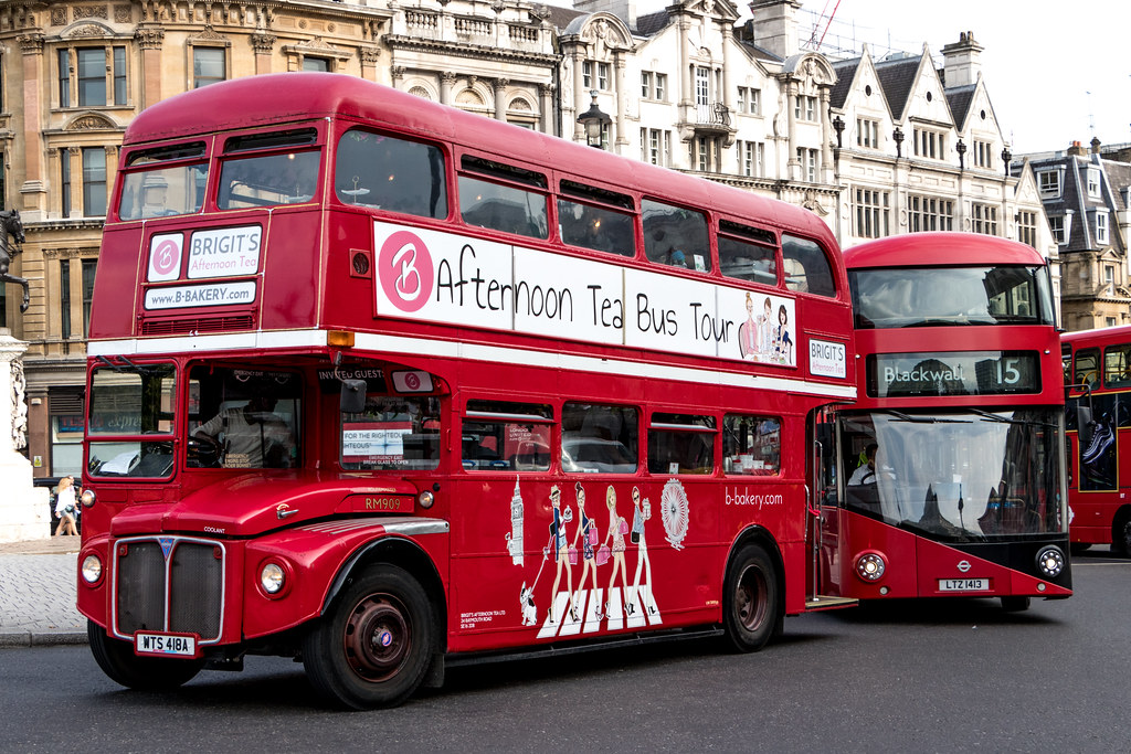 London red bus -RM909  1961 AEC Routemaster