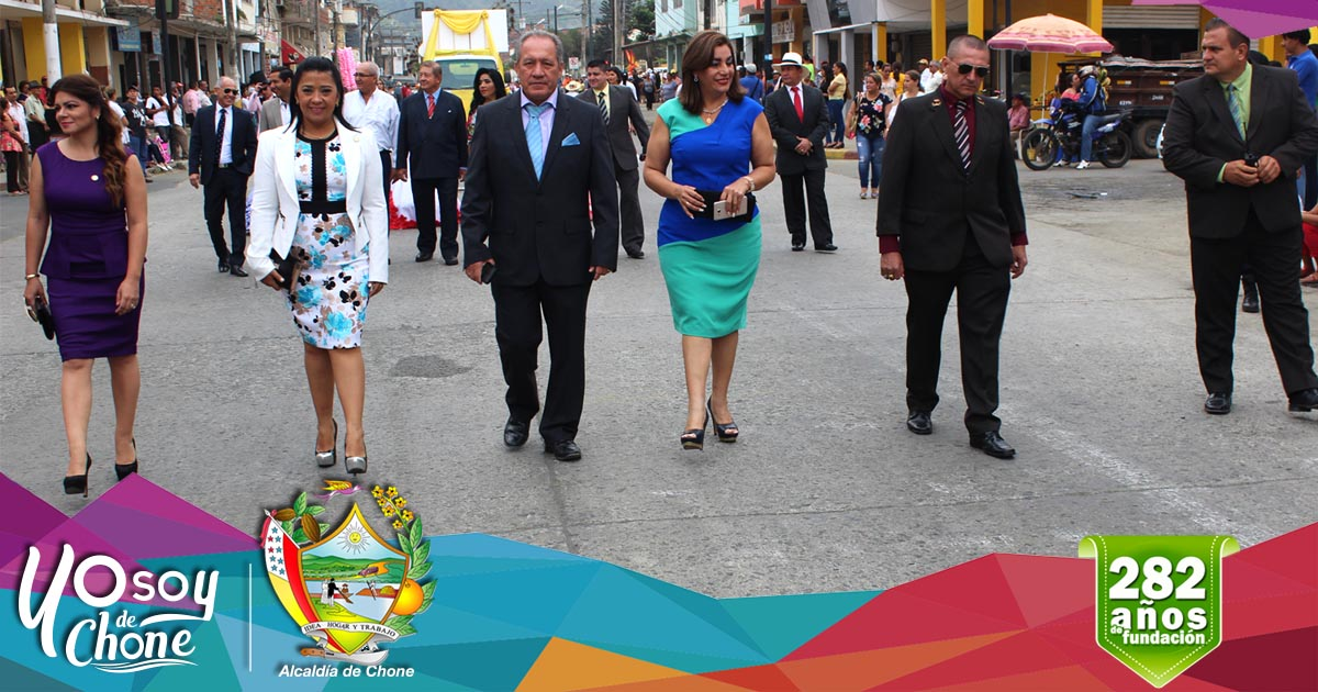 Chone vivió desfile folclórico por aniversario de fundación