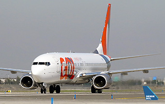 GOL B737-800 taxi in SCL (RD)