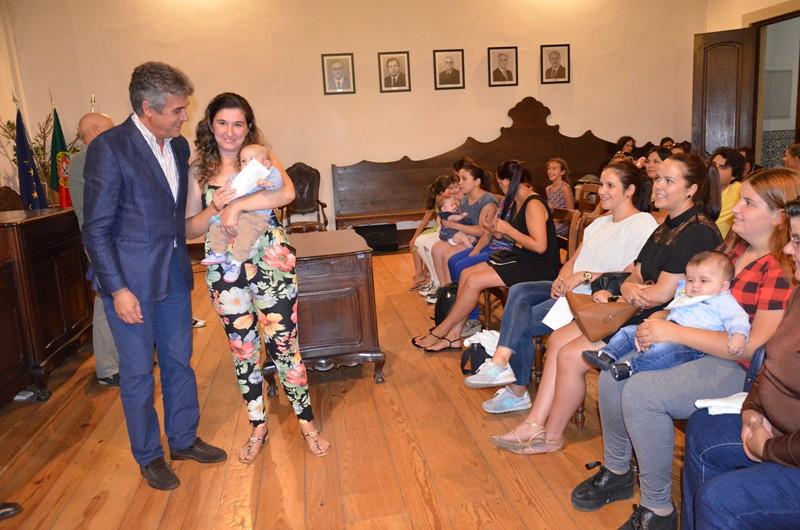 Presidente da Câmara entregou apoios à natalidade