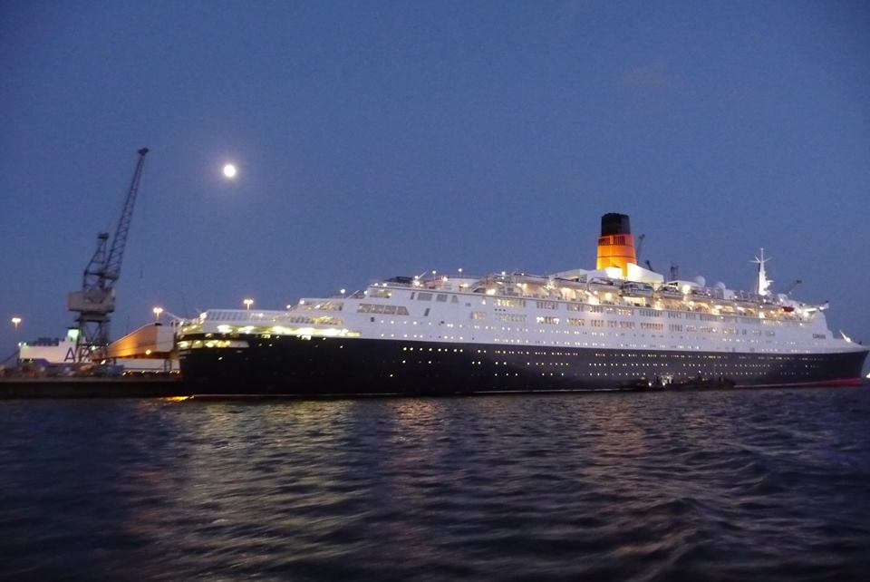QE2 in Southampton just prior to her final departure, November 11, 2008.
