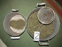 Один перевозил марихуану в тайнике под рулевой колонкой, второй хранил дома около двух килограмм наркотика
