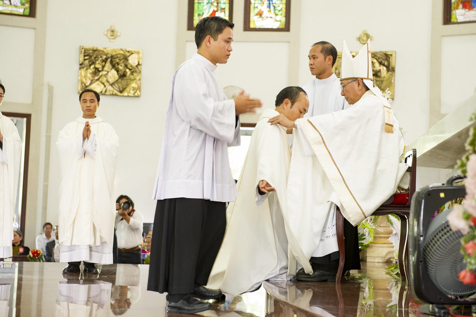 Giáo phận Bà Rịa: Thánh lễ Truyền chức Linh mục 2017 - Ảnh minh hoạ 16