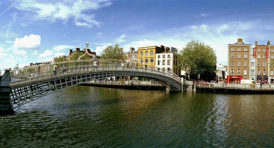 Dublin, in de voetsporen van U2. Ha'Penny Bride, Dublin | Mooistestedentrips.nl