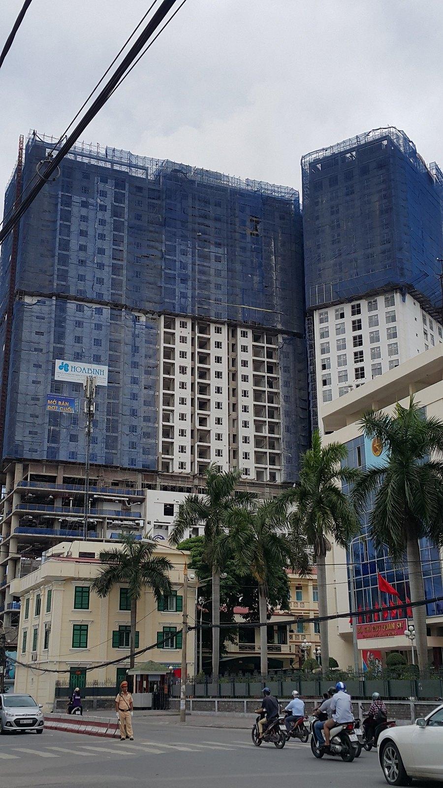 """Tòa nhà SHP Plaza trong quá trình xây dựng - tạo lạc ngay vị trí trung tâm thành phố  <img src=""""images/"""" width="""""""" height="""""""" alt=""""Công ty Bất Động Sản Tanlong Land"""">"""