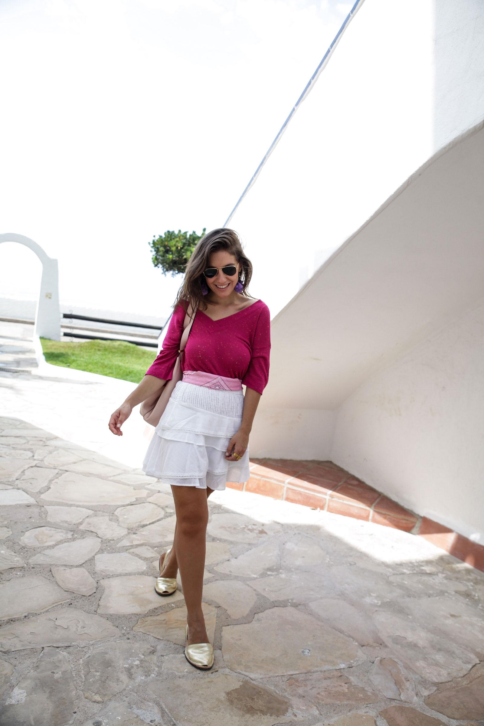 012_Camiseta_rosa_rüga_falda_blanca_look_verano_theguestgirl_laura_influencer_barcelona_españa_spain_ootd_inspo