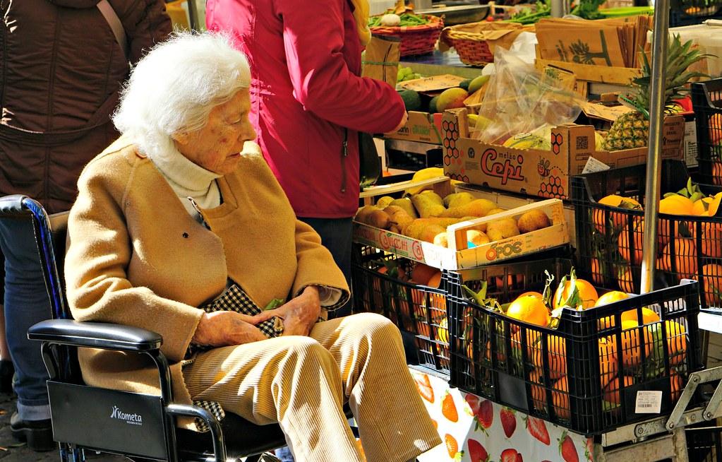 Vanha nainen Campo de' Fiorilla