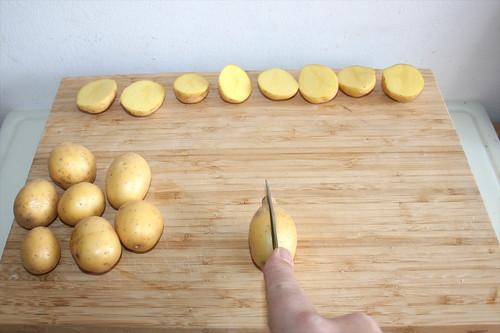 14 - Kartoffeln halbieren / Cut potatoes in halfs