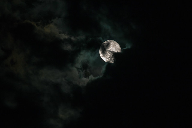 Cloudy moon (In Explore 08/25/2017), Canon EOS 70D, Canon EF 70-300mm f/4-5.6 IS USM