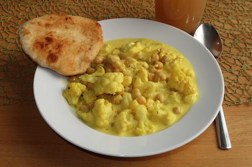 Blumenkohl-Kichererbsen-Curry mit Fladenbrot