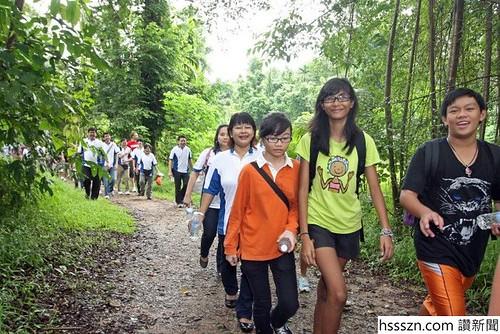 Y-Nature-Walk1_700_467