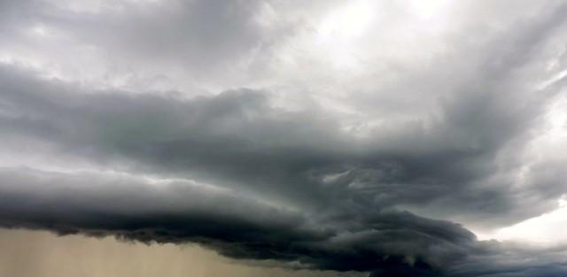 Gathering storm, Nikon COOLPIX P530