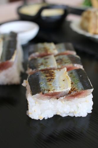 サンマの押し寿司に国産スパークリング