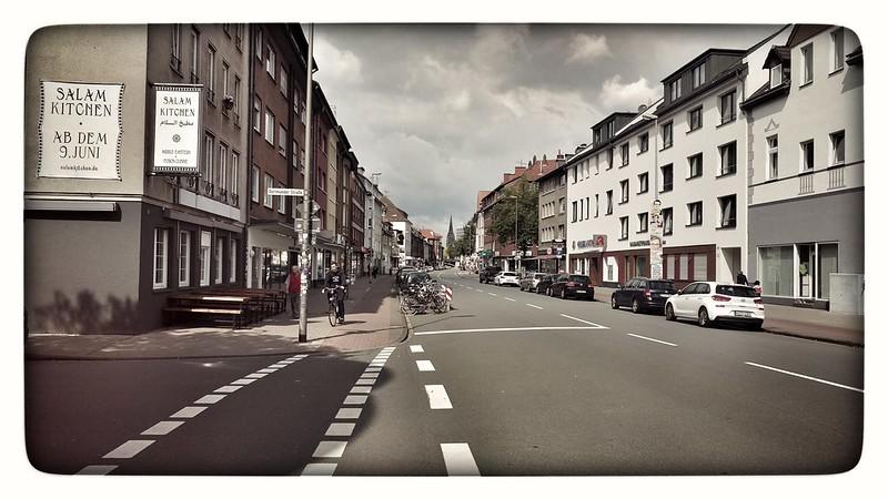 Münster   Sonntags in Münster... Brötchen nach einem Spaziergang durchs Viertel.   #muenster #hansaviertel #Liebe #wolbeckerstrasse #zoomlab #Fotodinge #Sonntag #fruehstueck #Brötchen #leer #Street #Strasse
