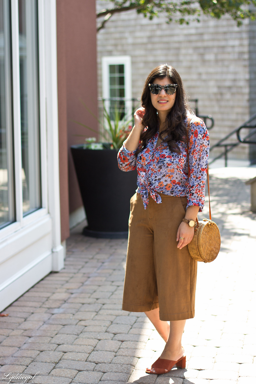 floral equipment blouse, suede culottes, round rattan bag-2