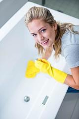 Jak zadbać o akryl w łazience?