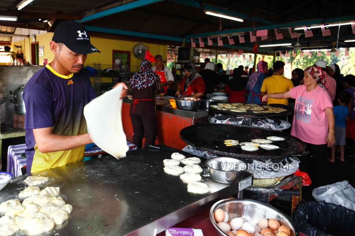 Making Roti Canai Kayu Arang Melaka