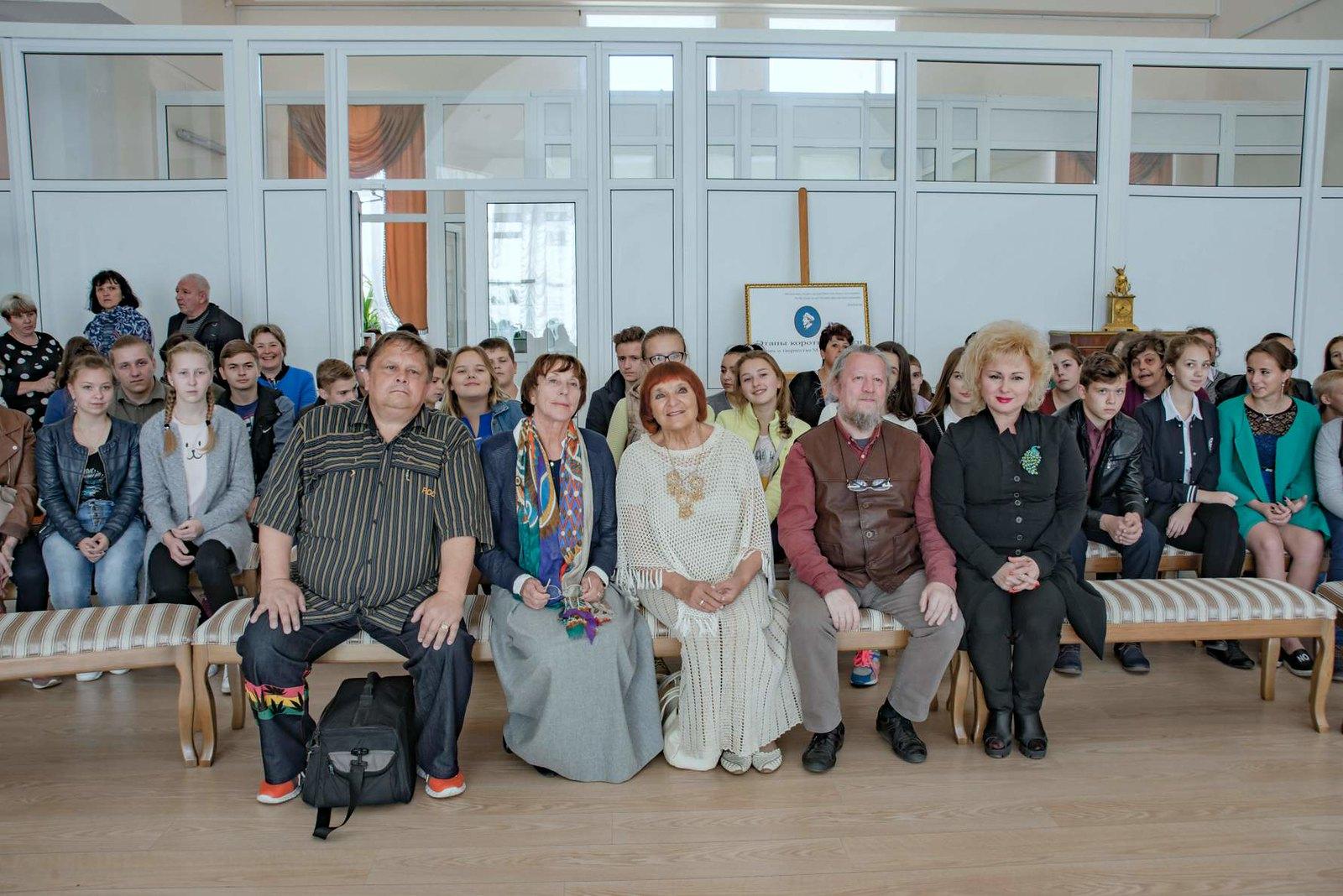 Т.М. Мельникова с  почетными гостями  международного фестиваля Русской традиционной культуры Жар - птица