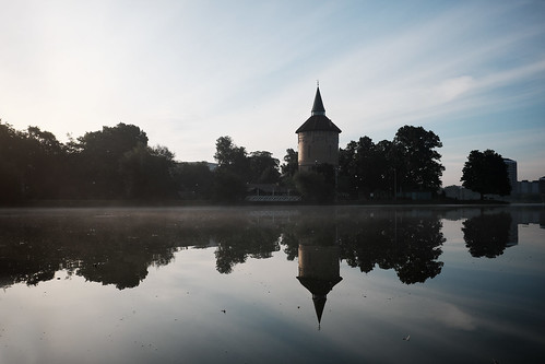 malmö water reflection pond lake silhoutte fujifilm fuji x100t fujifilmx100t sky clouds fog mist sunrise early dusk