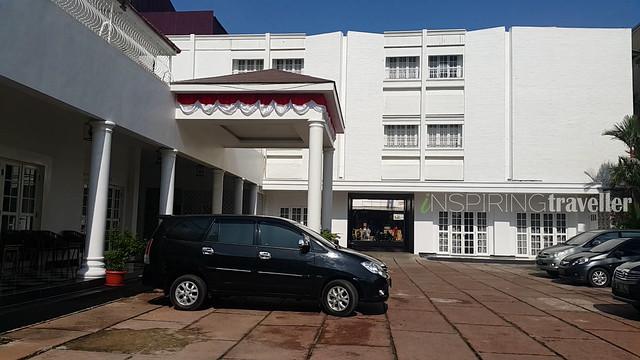 depan-hotel-menumbing-2