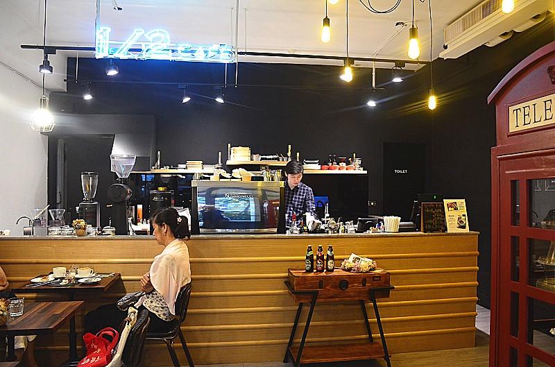 1/2 CAFE