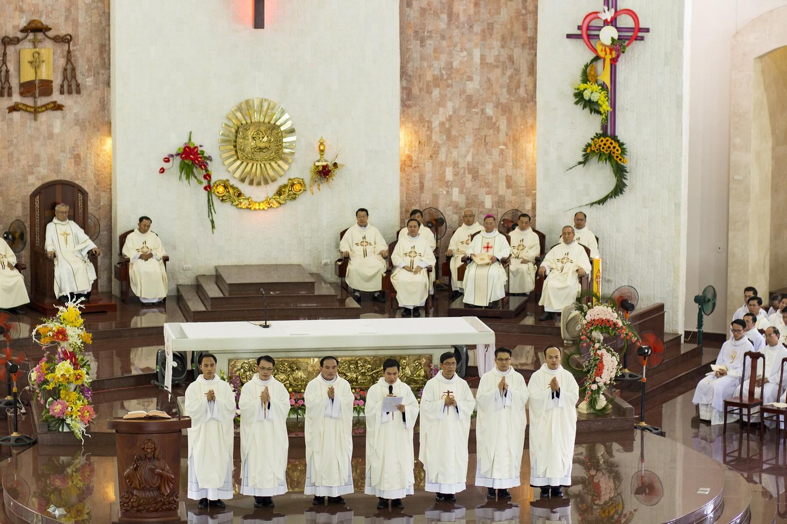 Giáo phận Bà Rịa: Thánh lễ Truyền chức Linh mục 2017 - Ảnh minh hoạ 19