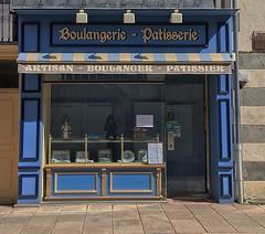 Boulangerie authentique #chambonsurvoueize #creuse #tourismeencreuse #creusetourisme #tourismecreuse #trip #bakery #blue #authentic #street #trade