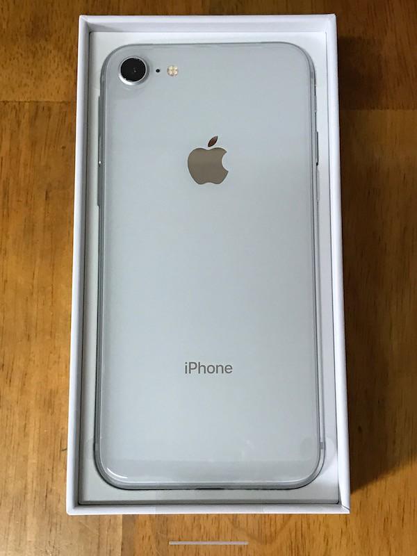 iPhone8 シルバーの背面