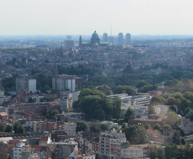 Brussels: Atomium - view towards the Basilica