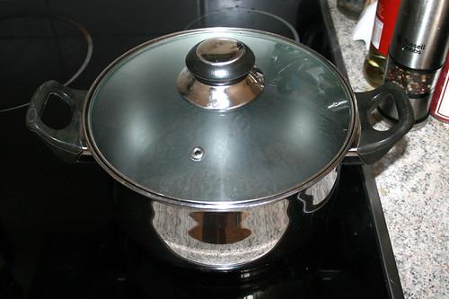 09 - Wasser für Nudeln aufsetzen / Heat up water for noodles