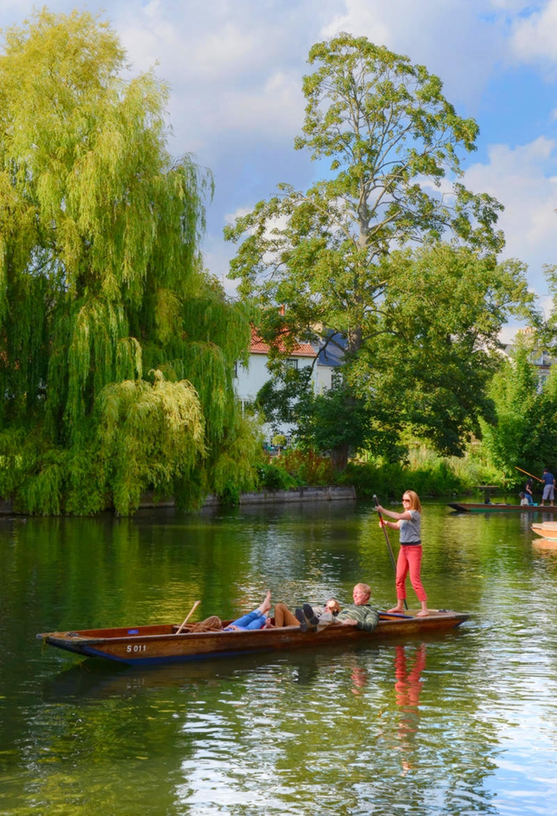 Punting on the River Cam, Cambridge. Credit Baz Richardson, flickr
