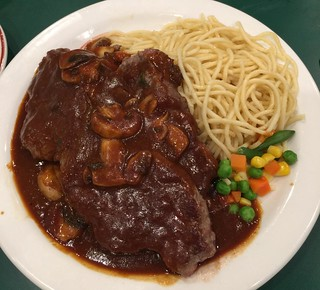 Sirloin steak with mushroom sauce and spaghetti