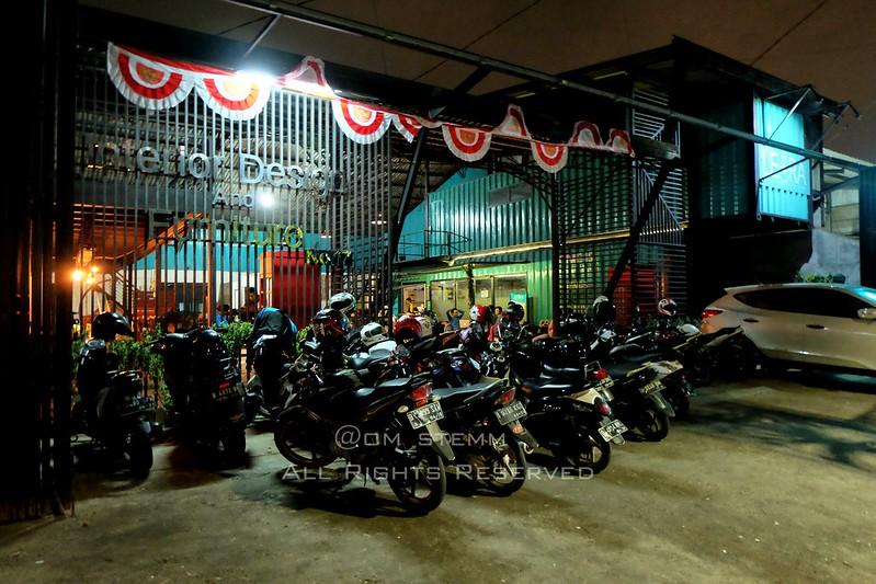 Ngopi santai di Leora Coffee Shop di Swadarma Raya
