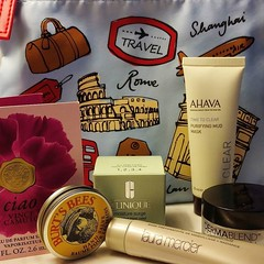Box #2 from #macysbeautybox filled with things which I will definitely use. Ahava mud mask, Dermablend setting powder, Clinique moisturizer, Burt's Bees hand salve (seriously, who doesn't love Burt's Bees?), Laura Mercier foundation primer and Vince Camut