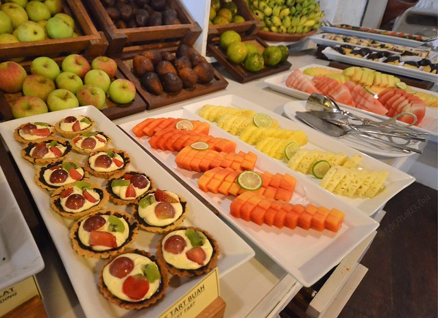 novotel lombok resort and villas fruits buffet breakfast