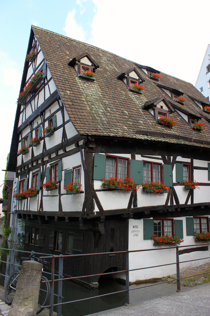 Schiefes Haus -hotelli
