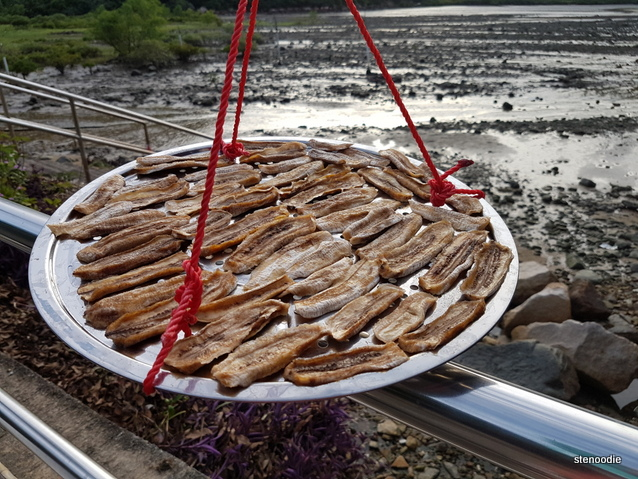 好景士多 dried bananas on the line