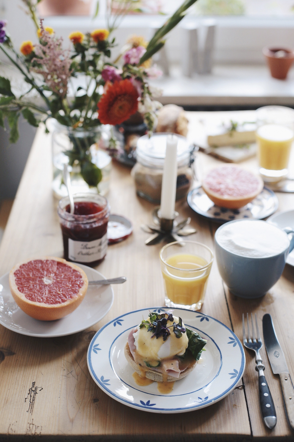 Breakfast with Eggs Benedict, Visual Diary on The Curly Head, a Blog from Munich, Photography by Amelie Niederbuchner