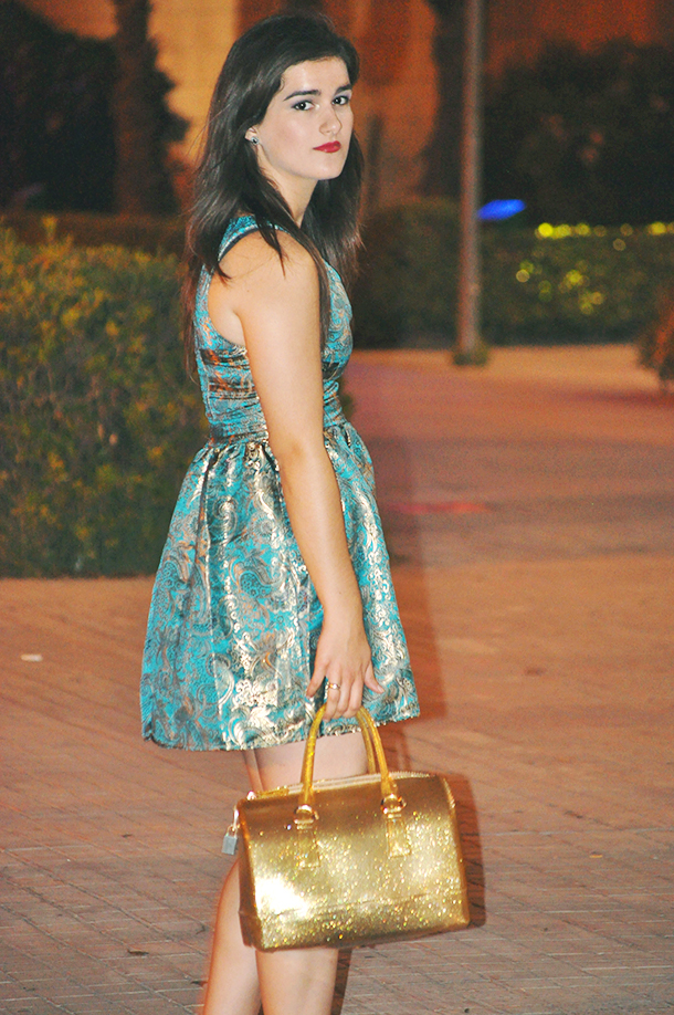 something fashion blogger influencer valencia spain, makeup brocade golden blue eyeliner, furla candy bag, night outfit party skater dress how to