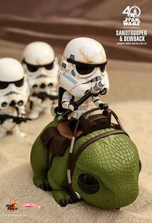 趕快去巡邏,不要在那邊賣萌喔~Hot Toys - COSB387 星際大戰四部曲:曙光乍現【帝國沙漠兵&濕背獸】Star Wars Sandtrooper & Dewback Cosbaby Collectible Set