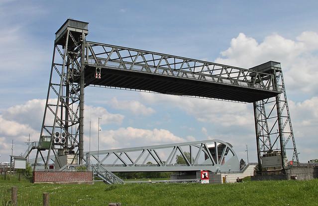 Huntebrück lift bridge