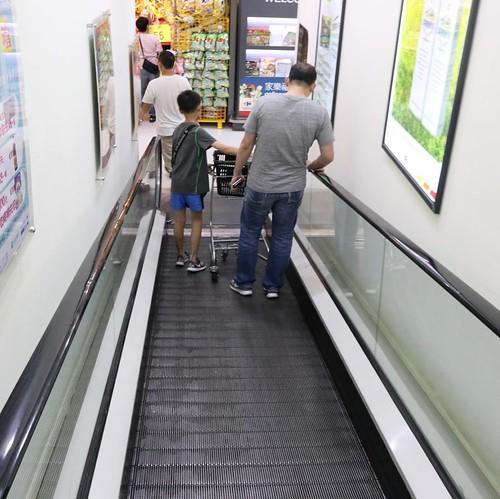 カルフールと言えば、の、エスカレーター。 #家楽福 #カルフール #carrefour #スーパーマーケット #台北 #台湾 #taipei #taiwan #travel #trip #旅行 #旅