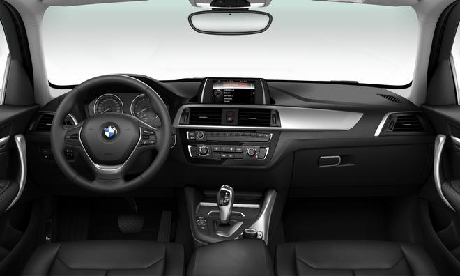 [新聞照片二] 全新BMW 1系列118i勁白時尚版搭載全新設計的內裝中控飾板及儀錶板
