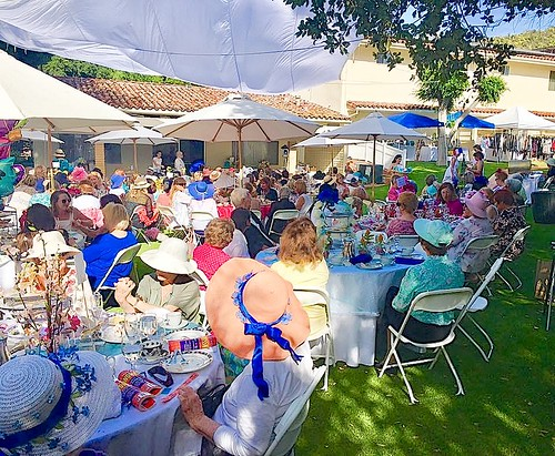 Les Dames de St Louis in California raise funds for the Sisters of St Louis' work there. They recently organised an afternoon tea event.