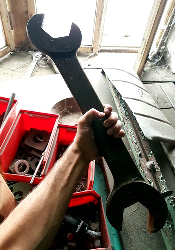 big tool is big