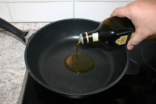 43 - Olivenöl in Pfanne erhitzen / Heat up olive oil in pan